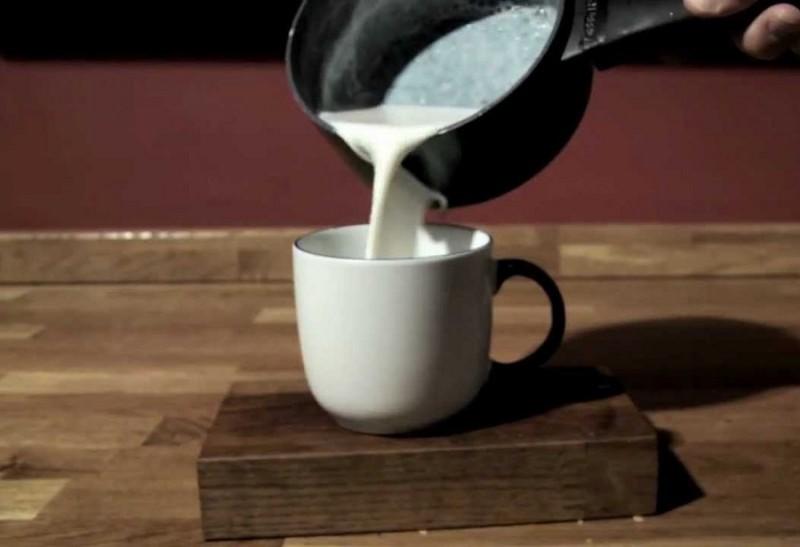 drink-tea-warm-milk-before-sleeping